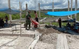 Babinsa Koramil Sepang Bersama Warga Gotong-Royong Bangun Gereja