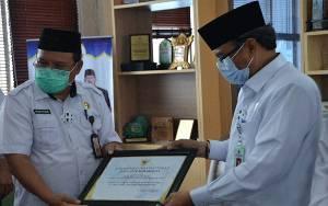Pemerintah Provinsi Beri Piagam Penghargaan untuk Kepala Kanwil Kemenag Kalteng