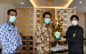 Pindah Tugas ke Kalbar, Ketua PN Muara Teweh Pamit Dengan Bupati