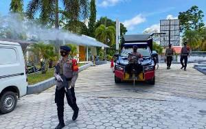 Personel Gabungan Laksanakan Penyemprotan Disinfektan di Perkantoran