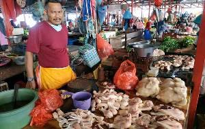 Banjir di Kalsel Belum Pengaruhi Pasokan Ayam Potong di Kuala Pembuang
