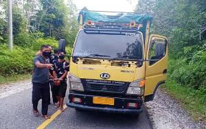 Anggota Polsek Gunung Timang Gagalkan Penyelundupan Kayu Olahan