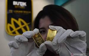 "Emas Tergelincir 5,8 Dolar Terseret Penguatan ""Greenback"" dan Saham"
