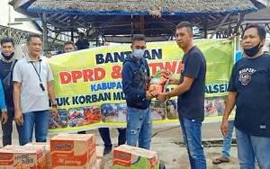 DPRD Kapuas Salurkan Bantuan ke Lokasi Tidak Terjangkau Jalur Darat di Kalsel