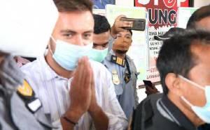Turis Rusia yang Sempat Viral Menceburkan Motor ke Laut Bali Dideportasi