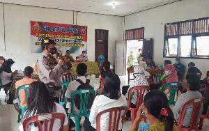 Kasat Binmas Sosialisasikan Prokes di Desa Nanga Pamalontian