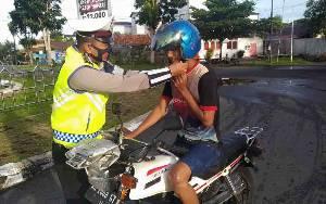 Satlantas Polres Seruyan Ingatkan Pengendara Tidak  Klik Helm