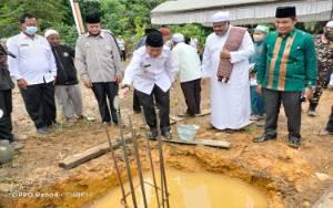 Wakil Bupati Murung Raya Lakukan Peletakan Batu Pertama Pembangunan Pesantren Tahfiz Quran Almubarokah