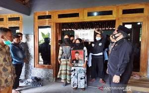 Jenazah Kakak Adik Korban Sriwijaya Air Dimakamkan di Sragen