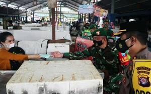 1.000 Lembar Masker Dibagikan di Pasar Bebas Banjir Muara Teweh