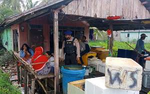 Polair Polres Seruyan Ajak Warga Pesisir Desa Sungai Undang Jaga Kamtibmas