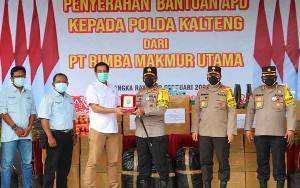 Polda Kalteng Terima Bantuan APD dari Perusahaan