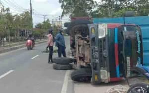 Truk Bermuatan Beras Terguling di Jalan Ahmad Yani Pangkalan Bun