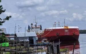 BBM Tumpah ke Sungai Mentaya, KSOP Sampit Beri Surat Teguran kepada Operator dan Kapal Tanker