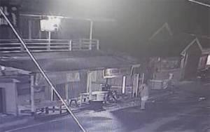 Video Detik-detik Aksi Pelaku Pencuri Ponsel di KumaiTerekam CCTV