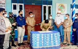 Bupati Barito Utara Resmikan Kantor LPB dan Koperasi Parajakian Desa Lemo II