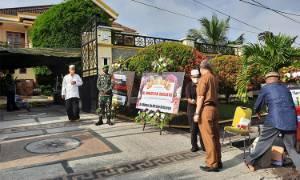 Pelayat Mulai Berdatangan di Rumah Duka Almarhumah Istri HM Ruslan AS