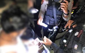 Polisi Dapati 2 Pria Diduga Homo Bercumbu di Kawasan Stadion Tuah Pahoe