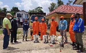 BPBD Barito Timur Semprot Disinfektan Fasilitas Umum di Desa Jaar