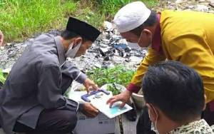 Kemenag Ukur Arah Kiblat Rencana Pembangunan Musala di Dinas Dukcapil Kapuas