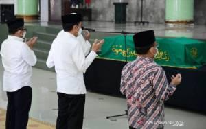 Jokowi Bertakziah ke Mendiang Artidjo Alkostar