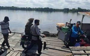 Polsek Pulau Petak Patroli Feri Penyeberangan Ingatkan Keselamatan