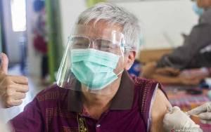 Lansia Perlu Jarak 28 Hari Vaksin Kedua untuk Antibodi Terbaik