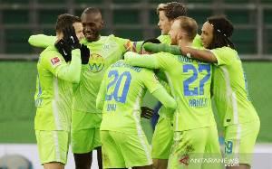 Wolfsburg Gunduli Schalke, Mainz Tinggalkan Zona Merah