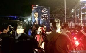 Polisi Bubarkan Massa Demo di Depan DPP Partai Demokrat
