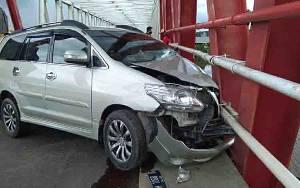 Mobil ini Kecelakaan Tunggal di Jembatan Pulau Telo Kapuas, Begini Kondisi sang Sopir