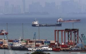 Menko Luhut Ingin 8 Pelabuhan ini Masuk Ekosistem Logistik Nasional