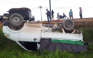 Mobil Pikap Penjual Sayur Terbalik di Jalan Pangkalan Bun - Kotawaringin Lama