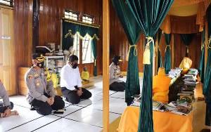 Wakapolda Kalteng Berikan Bansos saat Kunjungan ke Masjid dan Makam Kyai Gede