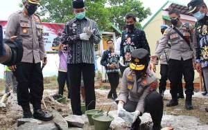 Wakapolda Kalteng Letakan Batu Pertama Pembangunan Rumah Bhabinkamtibmas di Sukamara