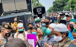 Polisi Cegah Simpatisan Rizieq Shihab Gelar Aksi di PN Jakarta Timur