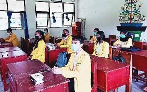 Mahasiswa PPL UPR Diminta Belajar dari Guru SMAN 5 Palangka Raya