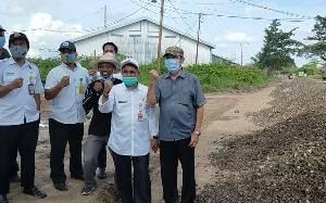 Sopir Angkutan di Sampit Sumbang Material Perbaikan Jalan Lingkar Selatan