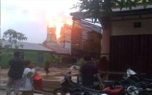 Video Amatir Gedung Walet Terbakar Disambar Petir