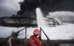Pakar: Petir Memungkinkan Penyebab Kebakaran Tangki Kilang Balongan