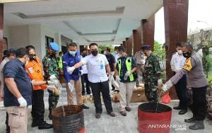 Minuman Keras Dominasi Pemusnahan Barang Terlarang di Bandara Samrat
