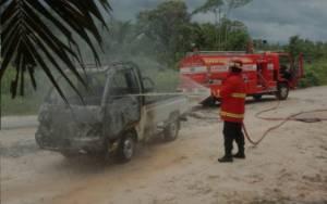 Mobil Terbakar Saat Berjalan, Sopir Baru Sadar Ketika Rambutnya Bau Hangus