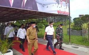 Menko Marves Bersama Rombongan Menteri Tiba di Bandara Tjilik Riwut