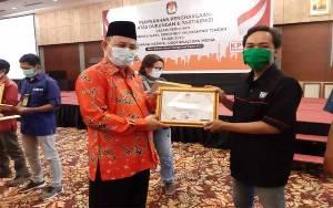 Borneonews Terima Penghargaan dari KPU Kalteng