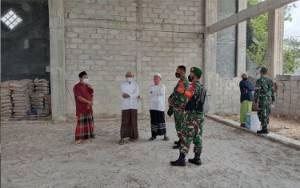 Peduli Sesama, Kodim Pangkalan Bun Serahkan Bantuan Semen Untuk Masjid