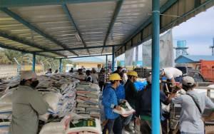 PT MKM Distribusikan 40 Ton Beras Zakat H Abdul Rasyid AS untuk Pulang Pisau dan Kapuas