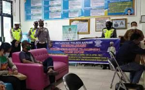 Satlantas Polres Kapuas Sosialisasikan Operasi Keselamatan di Ruang Layanan Dinas Dukcapil