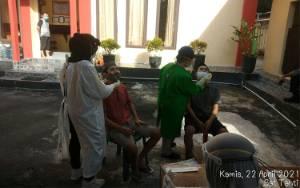 Tahanan di Polres Kobar Jalani Tes Swab