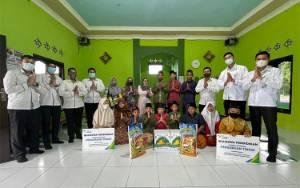 BPJAMSOSTEK Serahkan Sembako dan Santunan Beasiswa