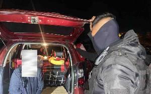 Polisi Pergoki Sepasang Pria Wanita Mesum di Mobil