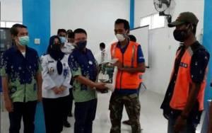 VIDEO: Juru Parkir Terima Zakat Keluarga Besar H Abdul Rasyid dan Hj Nuriyah